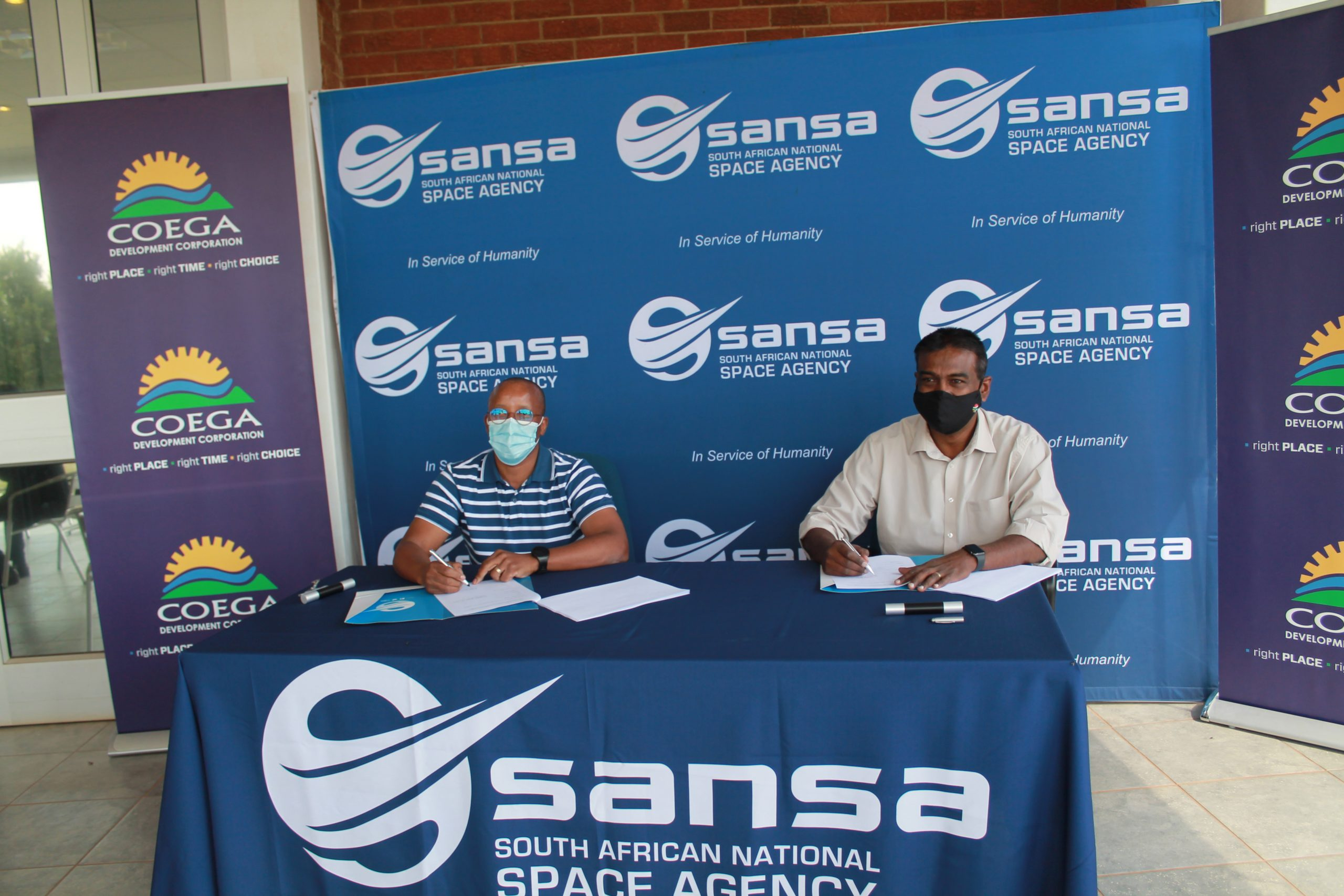 CEO's from CDC and SANSA sign MoU